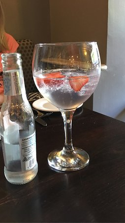 The Royal Oak: Lovely pub restaurant and great service  They have a large selection of gins Plenty of vegetaria