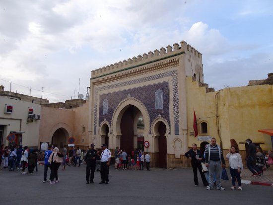 Bab Boujloud : blue on the outside