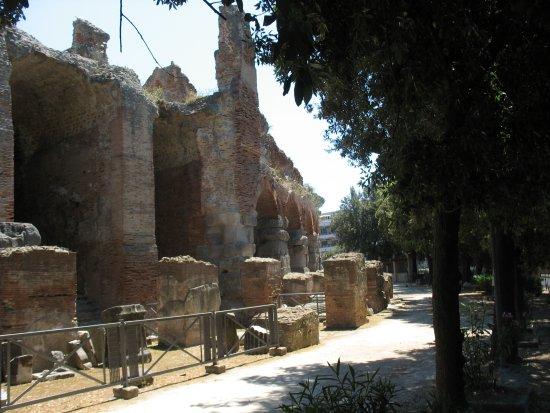 Flavian Amphitheater: L'esterno