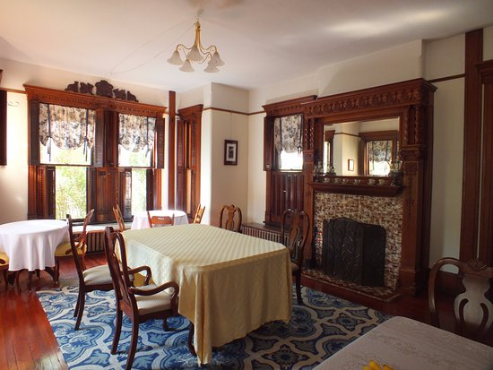 Huntingdon, PA: dining room for breakfast