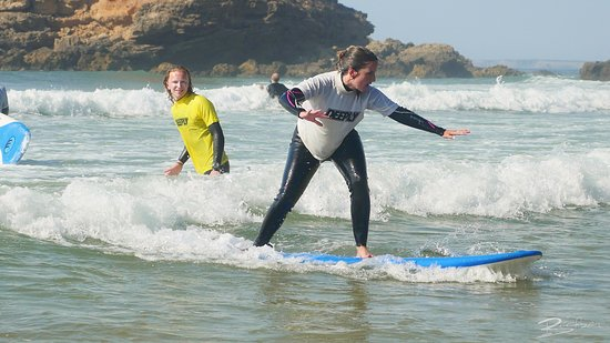 Good Feeling Hostel: Surf lessons