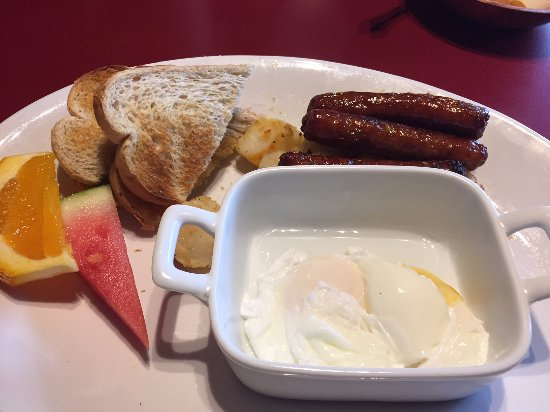 Fort Erie, كندا: Breakfast special. Eggs poached perfectly.
