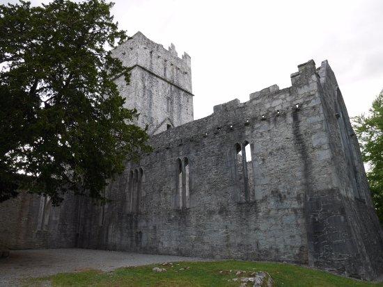 Muckross Abbey : L abbaye