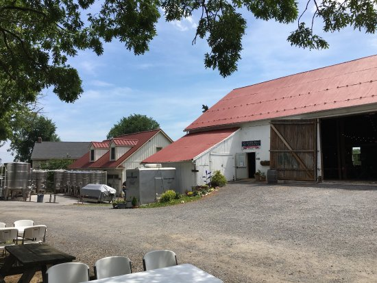 Clear Spring, MD : Knob Hall Winery barn /wine tasting (exterior)
