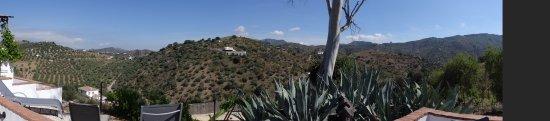 Riogordo, Španielsko: Uitzicht vanuit de kamer en vanaf het terras.