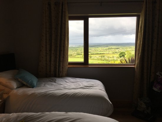 Drumcliff, Irland: View of Sligo and Bay from room