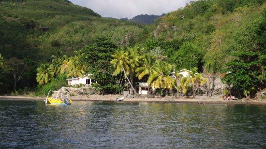 Sunset Bay Club & SeaSide Dive Center: Sunset Bay Club au bord de l'eau.