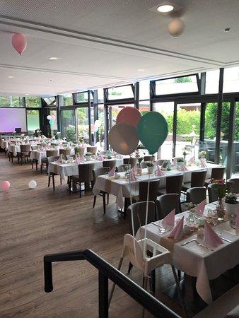 Sankt Augustin, Germany: Hochzeit feiern in der Burg Niederpleis