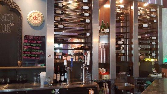 Tolland, CT: Taps & Wine Rack