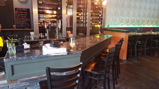 Camille's Wood Fired Pizza : Bar