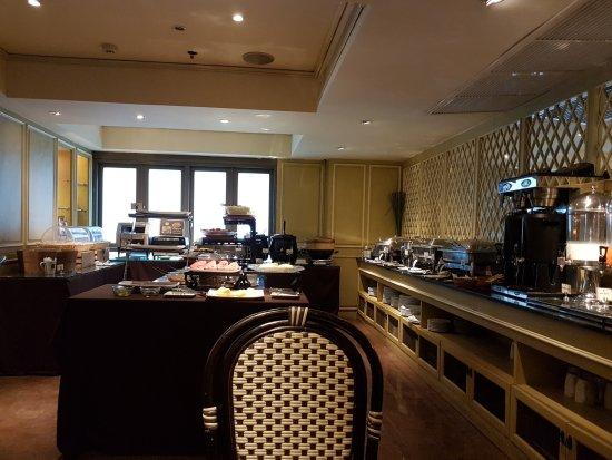Salil Hotel Sukhumvit Soi 11: Huge Breakfast selection