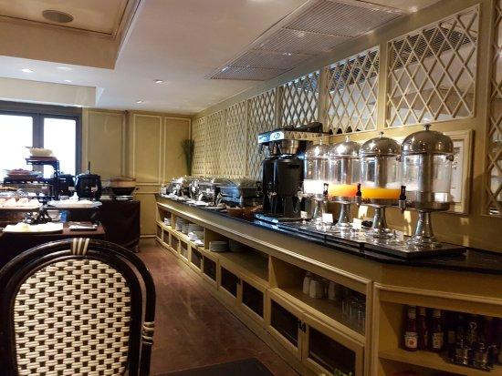 Salil Hotel Sukhumvit Soi 11: Huge Breakfast selection - Coffee to die for