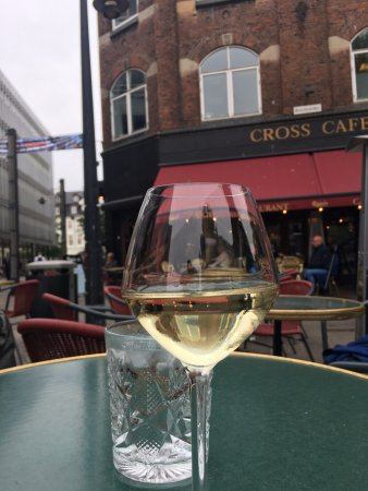 Cross Cafe & Restaurant: The wine and the view!