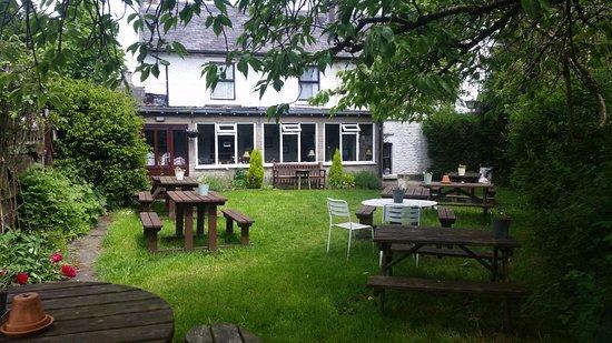 Wetton, UK: Beer garden