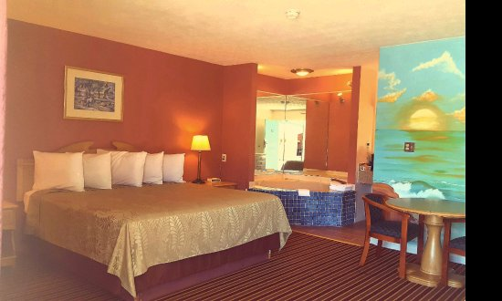 Heflin, AL: One King Bed Whirlpool Suite