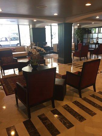 Hotel Blake Chicago: Nice roomy room