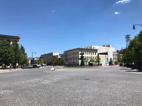 Court Square: Praça
