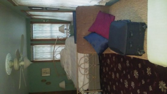 Augusta, MO: Miss Evelyn room...with private balacony.  Very comfortable.  Friendly Innkeepers