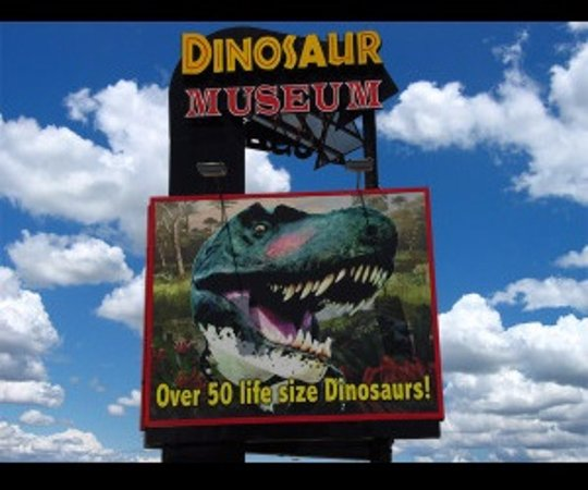 Branson Dinosaur Museum: Look for our sign on the Strip!