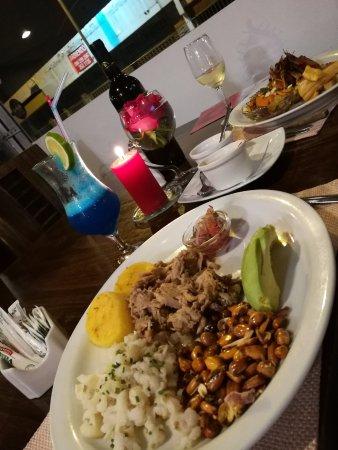 Hornado al frente al fondo los langostinos picture of for Achiote ecuador cuisine