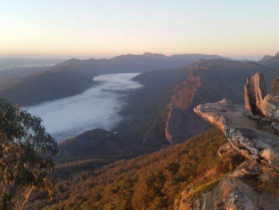 Wildlife Tours Australia: Sun rise at the Grampians