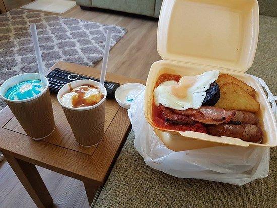 Gisburn, UK: Breakfast and milkshakes take away from Hindelinis