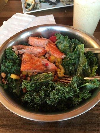 Stoney's Solomon's Pier : Salmon Kale Mango, Walnut, Mango Vinaigrette ❤️