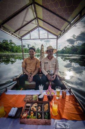 Kongkear Angkor: Sunset cocktails in Royal king boat