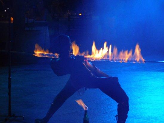 Bougainvillea Beach Resort: Thursday night entertainment at the resort