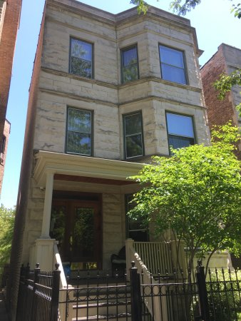 Chicago Guest House: Front of the place
