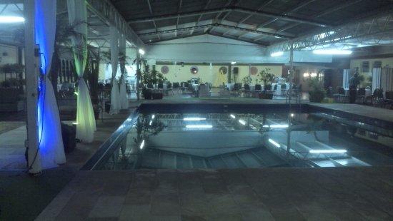 Canoas Parque Hotel: Piscina coberta e salão de festas