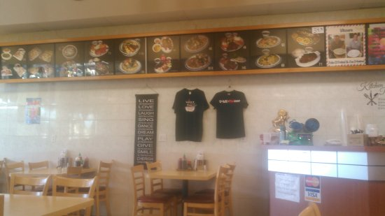 Upland, كاليفورنيا: Good food and a tv to watch NBA games or whatever you enjoy. They also have a Pho challenge