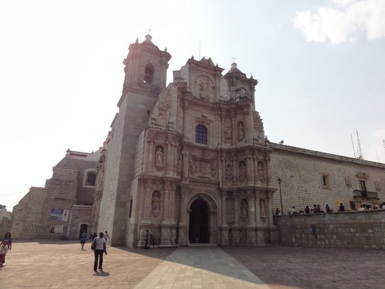Basilica de Nuestra Senora de la Soledad: 美しい教会