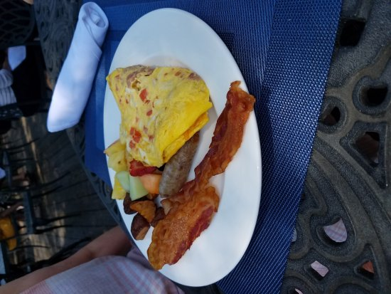 Midlothian, VA: Chesapeake omelet with fruit, bacon, and sausage