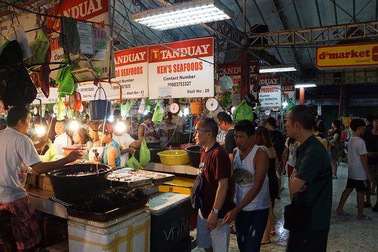 D' Talipapa Market: lots of people