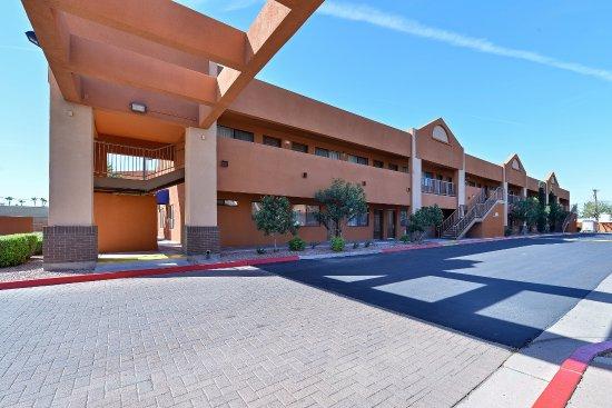 Best Western Inn Of Chandler: Side exterior