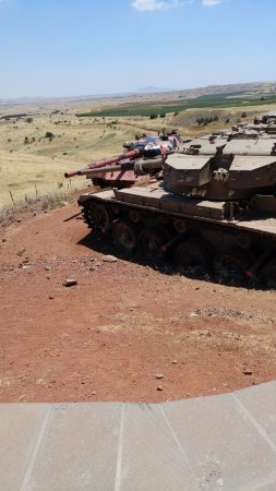 Merom Golan: Oz 77 Memorial - Syrian tank next to Israeli tank