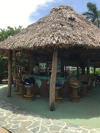 Chabil Mar: Bar