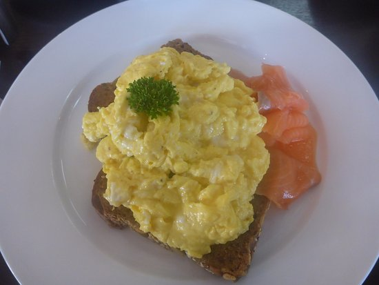 Otorohanga, Neuseeland: Salmon with scrambled eggs