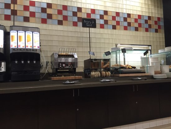 Embassy Suites by Hilton Ontario-Airport: Breakfast hot omelette  cooked to your order