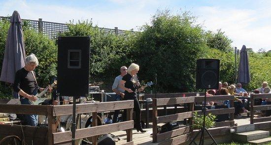 Pett, UK: Live Music