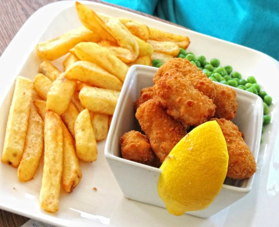 Pett, UK: Scampi, peas and chips