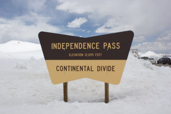 Twin Lakes, Kolorado: Independence Pass board on top!