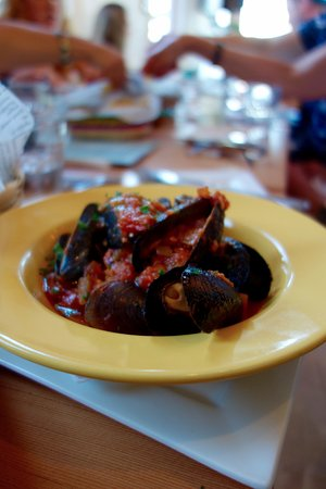 Ladysmith, Canadá: Muscles with a tomato based chickpea sauce