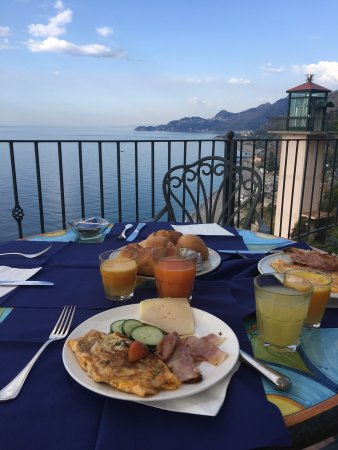 Baia Taormina: Breakfast with a view
