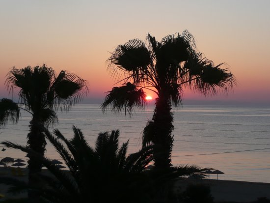 Anassa Hotel: The sunrise viewed from our balcony on the last day of our holiday.