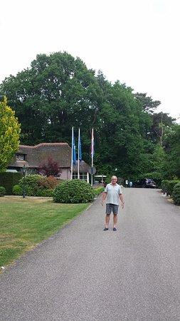 Бекберген, Нидерланды: Op de achtergrond de receptie met super vriendelijk personeel!