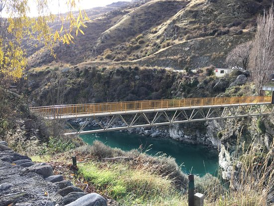 Appellation Central Wine Tours: View from Wild Earth over the Kawarau River