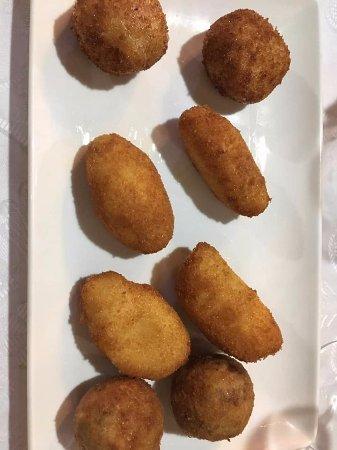 Casa Poli: croquetas de jamón, bacalao, mondango y cabrales