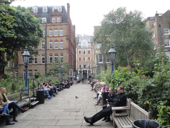 St. Paul's Church (The Actors' Church) : The Garden were we eat our sandwiches if we have them.